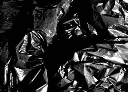 Performance. La sobreviviente: Un futuro plástico