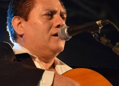Folclore en el stand argentino