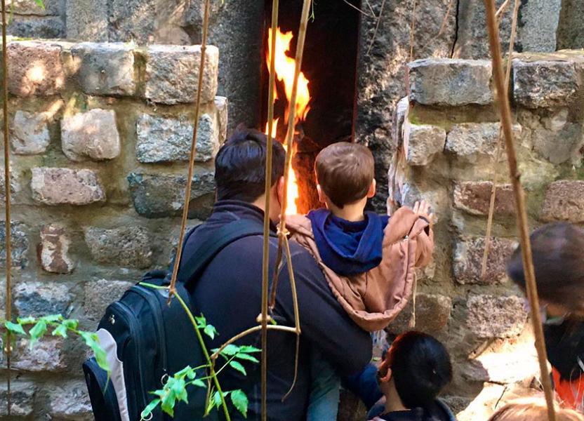 El fuego de la Montañita Encantada en El Jardín de los Niños