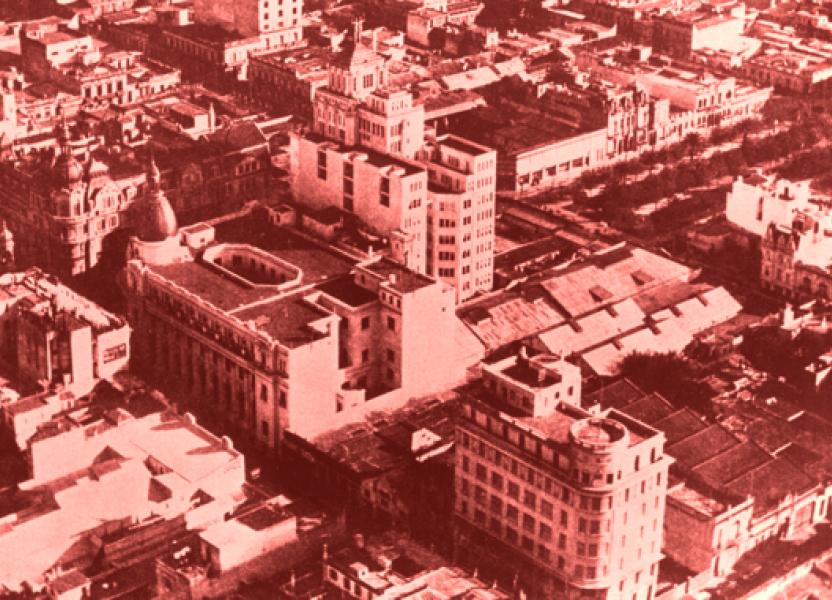 Imagen aérea del cruce de la calles Corrientes y Córdoba en el centro de Rosario. Se ven algunos de los edificios emblemáticos construidos por Candia: la Bolsa de Comercio, Palacio Minetti, la Inmobiliaria, Palace Hotel, entre otros.