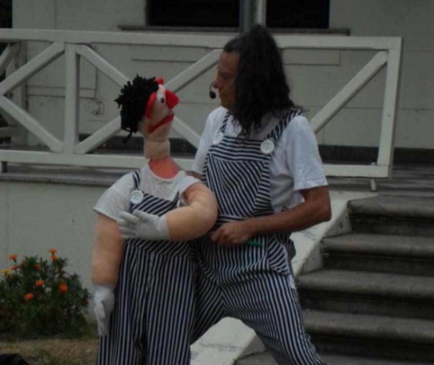 Obra de títeres en Plaza Ciro Echesortu