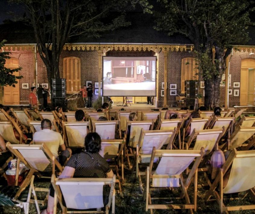 Cine al aire libre por toda la ciudad