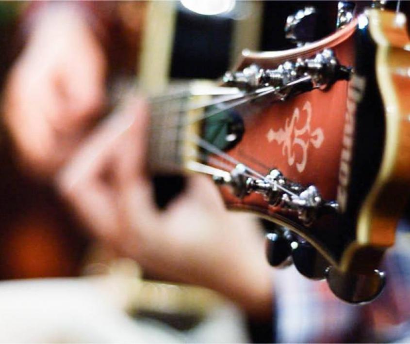 Taller de guitarra para jóvenes y adultos