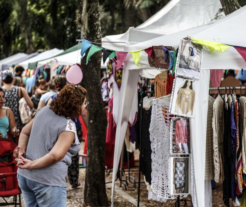 Feria autogestiva Cossettini
