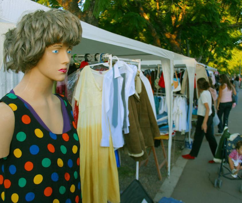 Feria de ropa usada El Roperito