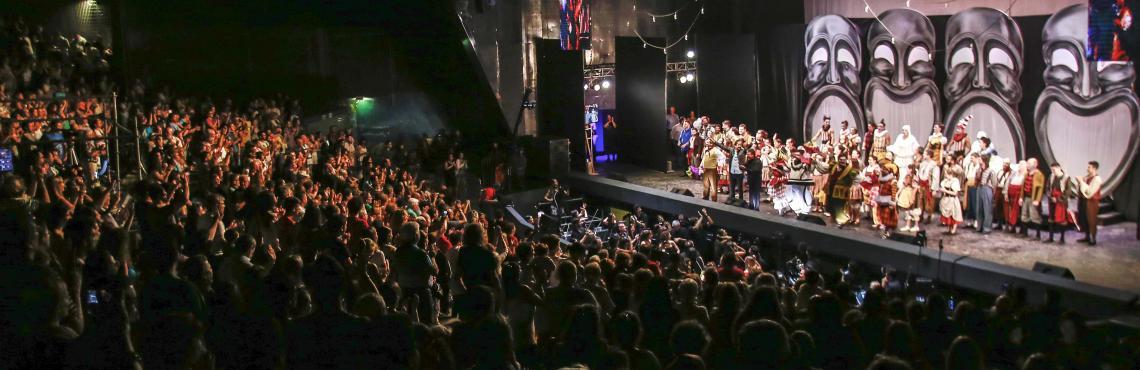 Espectáculo nocturno en el Anfiteatro Municipal