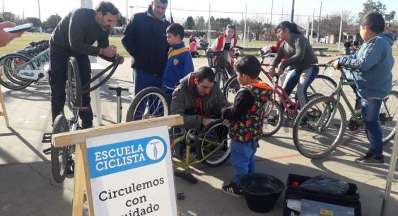 La escuela ciclista itinerante en los barrios