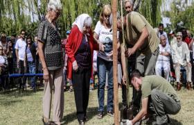 Plantación de árboles en el Bosque de la Memoria