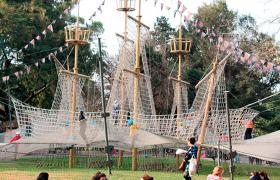 La Maquina de Trepar en El Jardin de los Niños