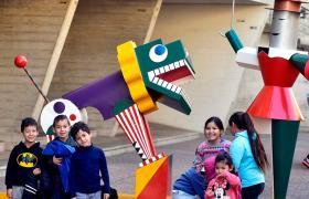 Instalación homenaje a la Bauhaus en El Jardín de los Niños