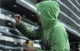 Hombre pintando, residencia