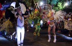 Baile de Carnaval en avenida Arijón