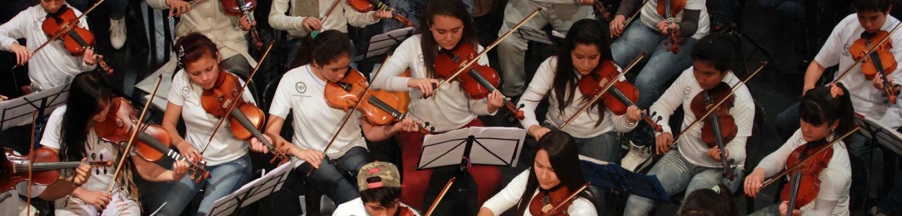 La Orquesta Barrio Ludueña grabando su primer disco