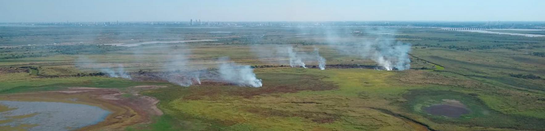 Focos de incendios en las islas frente a Rosario